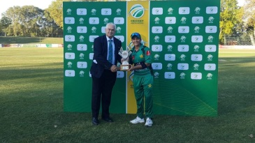 Iram Javed receives the Player-of-the-Match award
