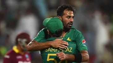 Wahab Riaz celebrates a wicket with Sarfaraz Ahmed