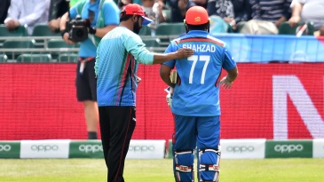 Mohammad Shahzad walks off after injuring his knee