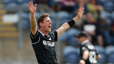 Matt Henry appeals for the wicket of Lahiru Thirimanne
