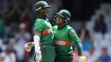 Shakib Al Hasan (L) and Mushfiqur Rahim (R) embrace