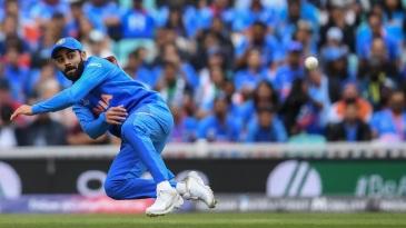 Virat Kohli attempts to run out Aaron Finch