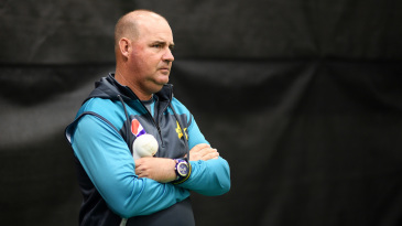 Mickey Arthur keeps an eye on Pakistan's net session