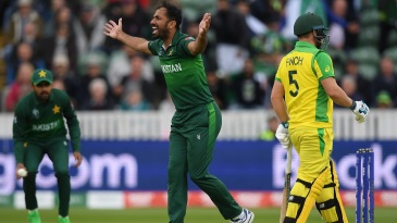 Wahab Riaz unsuccessfully appeals for Aaron Finch's wicket