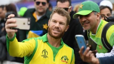 David Warner takes a selfie with a fan