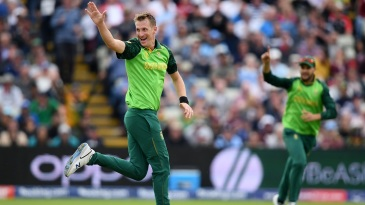 Chris Morris celebrates taking the wicket of Ross Taylor