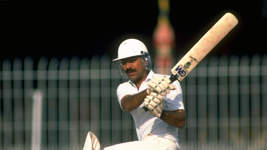 Zaheer Abbas playing the sweep