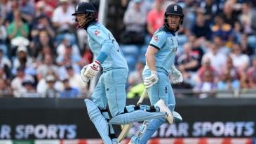 Joe Root and Eoin Morgan run between the wickets