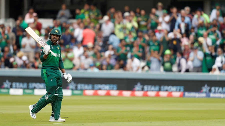Haris Sohail acknowledges the applause of the crowd after his dismissal for 89
