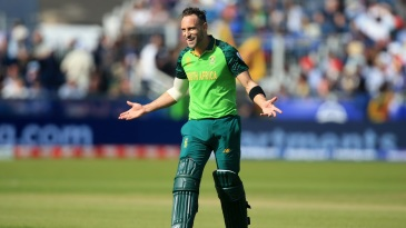 Faf Du Plessis is amused when Hashim Amla is deemed not out after a review