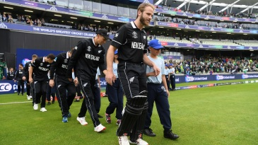 Kane Williamson leads his 'no-stress' boys out to the middle
