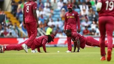 Chris Gayle and Carlos Brathwaite do push-ups to celebrate Rahmat Shah's wicket