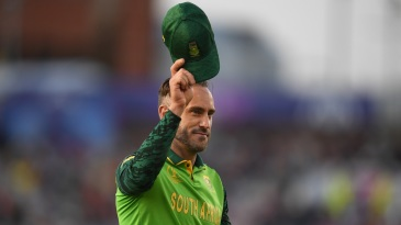 Faf du Plessis doffs his hat to the crowd