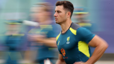 Marcus Stoinis steams in
