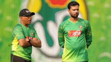 Chandika Hathurusingha (left) had a three-year stint as Bangladesh coach, between 2014 and 2017