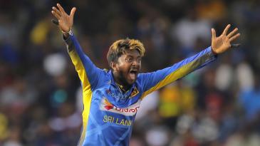 Akila Dananjaya appeals for a wicket