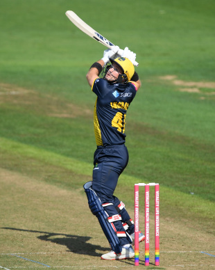 Colin Ingram uppercuts from the crease