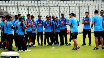 Russell Domingo interacts with Bangladeshi cricketers in Mirpur