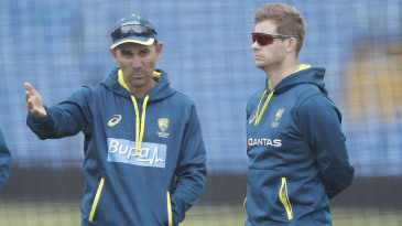 Justin Langer chats to Steven Smith at Australia's training session