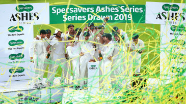 Australia lift the Ashes urn after drawing the series 2-2