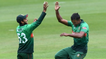 Rubel Hossain celebrates a wicket with Mehidy Hasan