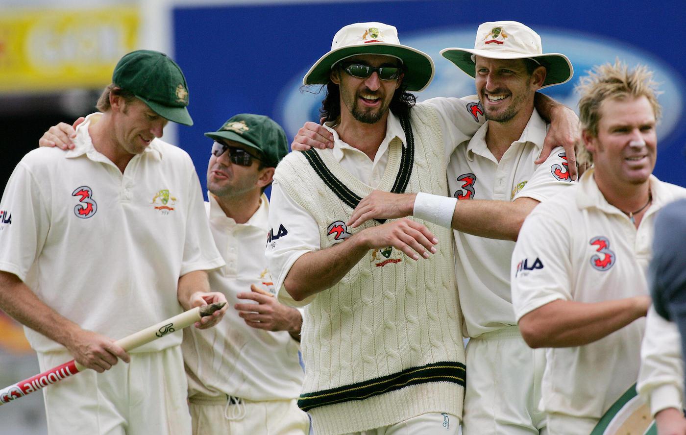 Glenn McGrath, Ricky Ponting, Jason Gillespie, Michael Kasprowicz and Shane Warne celebrate as Australia demolishes New Zealand