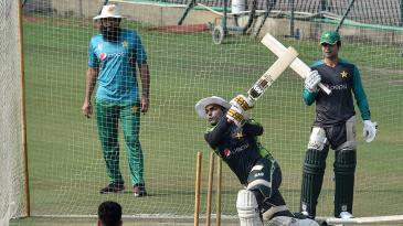 Misbah-ul-Haq oversees Pakistan's training session