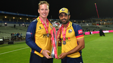 Simon Harmer and Ravi Bopara with the Blast trophy
