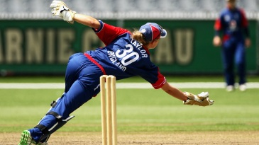 Sarah Taylor dives forward to pull off a stunning catch