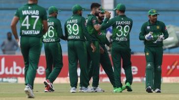 Pakistan's fielders celebrate a wicket with Mohammad Amir
