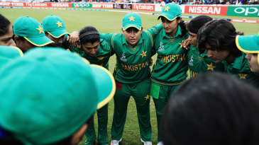 Sana Mir delivers a talk in the team huddle ahead of the start of play