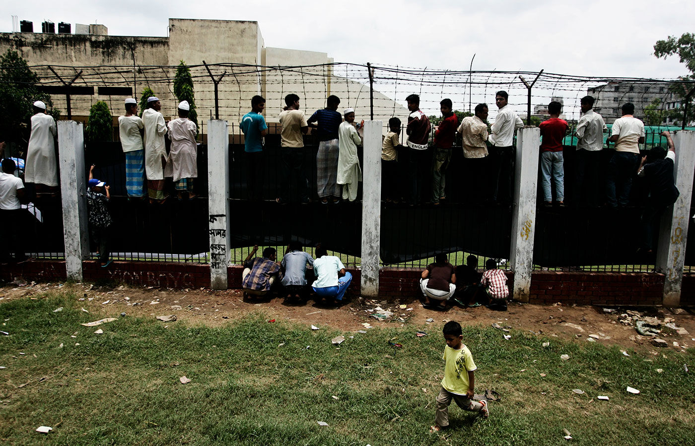 The height of fandom: Fans climb onto the boundary wall of the ground to watch Pakistan players train ahead of an India-Pakistan clash in Dhaka, 2008