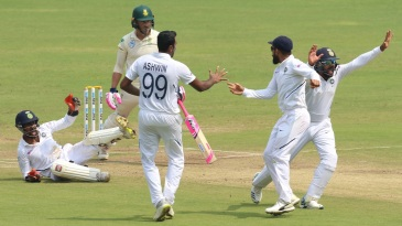 The R Ashwin and Wriddhiman Saha combine at it again - Faf du Plessis the victim this time
