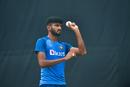 Khaleel Ahmed gets ready to bowl, Delhi, November 1, 2019