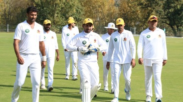 Sarfaraz Ahmed leads the Sindh players off the field