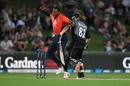 Colin Munro collides with Chris Jordan, New Zealand v England, 4th T20I, Napier, November 8, 2019