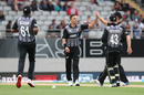 Trent Boult gets a high five, New Zealand v England, 5th T20I, Auckland, November 10, 2019
