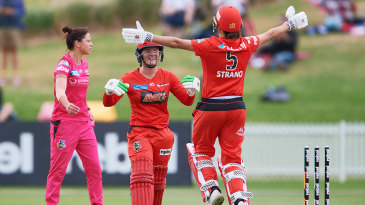 Courtney Webb and Molly Strano celebrate Melbourne Renegades' last-ball victory