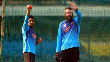 Mehidy Hasan Miraz trains with Daniel Vettori