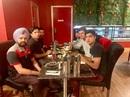 Musa Khan, Yasir Shah, Imran Khan, Naseem Shah, Shaheen Afridi treat an Indian-origin taxi driver to dinner, Brisbane, November 25 2019