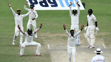 Ravindra Jadeja appeals for Ish Sodhi's wicket