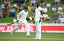 Jofra Archer looks on as Tom Latham adds another run, New Zealand v England, 2nd Test, Hamilton, November 29, 2019
