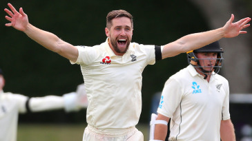 Chris Woakes belts out an appeal