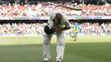 David Warner takes a bow as he leaves the field