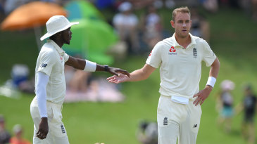 Stuart Broad and Jofra Archer at the end of South Africa's innings