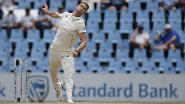 Dwaine Pretorius bowls for the first time in Tests