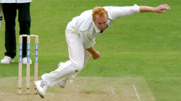 Nantie Hayward in his bowling stride