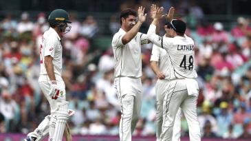 Colin de Grandhomme celebrates the wicket of Joe Burns