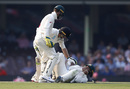 Tom Latham checks in on Matthew Wade after he was hit at short leg, Australia v New Zealand, 3rd Test, Sydney, 2nd day, January 4, 2020