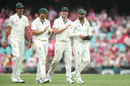 Nathan Lyon is applauded by his fellow bowlers, Australia v New Zealand, 3rd Test, Sydney, 3rd day, January 5, 2020